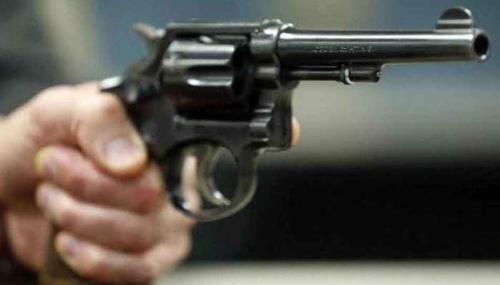 Photo of जमशेदपुर: दो लोगों के आपसी विवाद में तीसरे को लगी गोली, हालत गंभीर