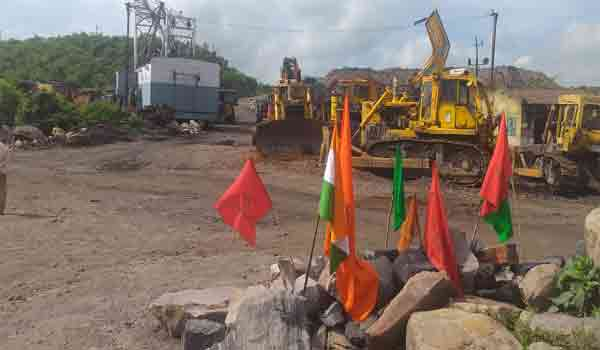 Photo of कोयला मजदूरों की हड़ताल को संगठनों ने बताया सफल, तीन दिनों तक ठप रहा कोयला कारोबार