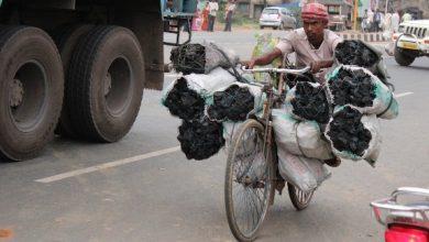 Photo of पाकुड़: कोल माफियाओं के इशारे पर ग्रामीण कर रहें कोयले की चोरी