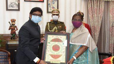 Photo of मोरहाबादी मैदान में राज्यस्तरीय कार्यक्रम शुरू, राज्यपाल से मिले मुख्यमंत्री हेमंत सोरेन