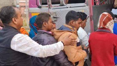 Photo of सांड ने महिला को दौड़ा-दौड़ाकर मारा, मौत, विधायक ने की परिजनों की मदद