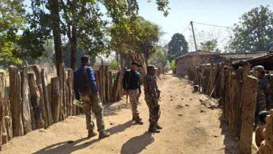 Photo of लातेहार: नक्सलियों के बारूदी सुरंग का शिकार हुई महिला का शव 22 घंटे बाद निकाला गया जंगल से बाहर