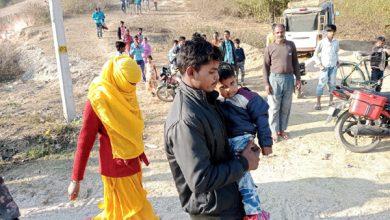 Photo of हैदराबाद में तीन बच्चों के पिता और एक बच्चे का मां ने की शादी, घर वापसी पर हुआ जमकर बवाल
