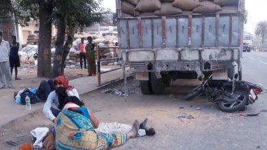Photo of Palamu में खड़े ट्रक से टकरायी मोटरसाइकिल, वृद्ध की मौत-अधेड़ गंभीर