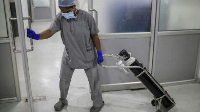 Photo of ऑक्सीजन सिलेंडर के लिए अस्पतालों में हो रही है लूटा-मारी, दबंगई पर उतर आये हैं परिजन