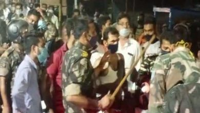 Photo of दुकान बंद कर जा रहा था गुपचुप विक्रेता, पुलिस ने चलाई लाठी