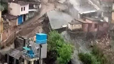 Photo of देवप्रयाग में बादल फटने से आइटीआइ बिल्डिंग ध्वस्त, दुकानों में भरा मलबा