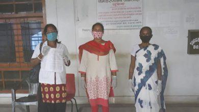 Photo of अनुबंध चिकित्सा कर्मी ने उपायुक्त को सौंपा ज्ञापन, मांगें पूरी नहीं होने पर आइसोलेशन में जाने की चेतावनी