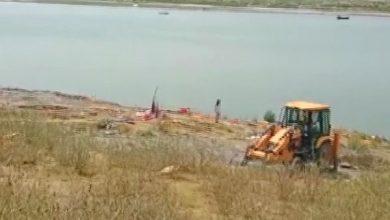 Photo of गंगा किनारे अब तक 206 शवों को दफनाया गया, सबसे अधिक गाजीपुर में