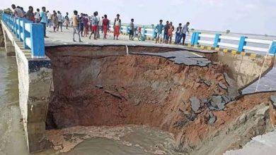Photo of गोपालगंज में उफान पर गंडक, बाढ़ की तबाही को रोकने के लिए बंद किया गया सत्तरघाट सेतु