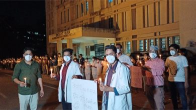 Photo of एमपी के रेजिडेंट डॉक्टर्स के सपोर्ट में रिम्स जेडीए ने निकाला कैंडल मार्च