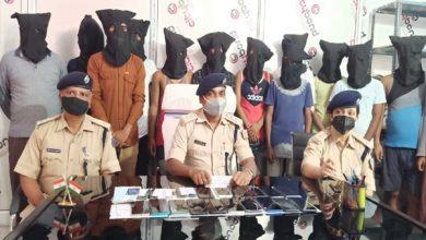 Photo of देवघर : 15 साइबर अपराधी गिरफ्तार, 21 मोबाइल फोन बरामद