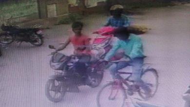 Photo of गिरिडीहः शिवम क्लीनिक के पास से बाइक की चोरी, करतूत सीसीटीवी में कैद