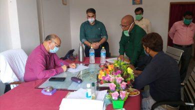 Photo of पलामू : आयुक्त औचक पहुंचे विश्रामपुर प्रखंड एवं अंचल कार्यालय, नाजिर पर गिरी गाज, 13 कर्मियों को शोकॉज