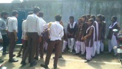 Photo of छेड़खानी करनेवाले युवकों को छात्राओं ने ऐसा सबक सिखाया कि घर छोड़ कर भागने पर हुए मजबूर