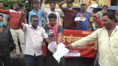 Photo of धनबाद : ऑटो चालकों ने रूट निर्धारण और सीमित ऑटो चलाने के निर्देश का किया विरोध