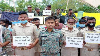 Photo of संविदा पर बहाल 2 सहायक पुलिसकर्मी हो चुके हैं शहीद, परिवार को नहीं मिली कोई आर्थिक मदद