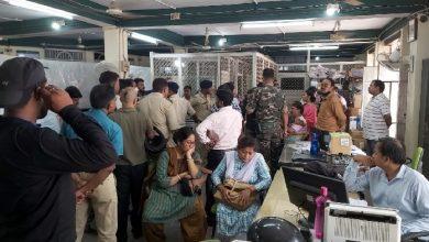 Photo of पलामू में बैंक लॉकर से गहने गायब होने के रहस्य से उठा पर्दा, शराब व्यापार में घाटे की भरपाई के लिए डिप्टी मैनेजर ने उड़ाये गहने